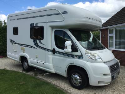 Auto trail Tracker 2 Berth