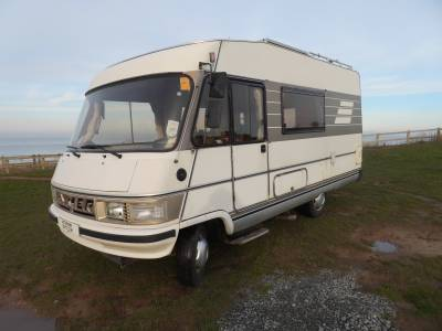 Hymer B544    4 Berth, 4 Travelling Seats, Centre Dinette, Solar Panel
