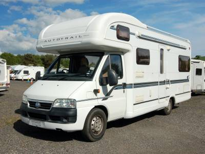 2005 AutoTrail Apache 700 6 berth family motorhome with end lounge