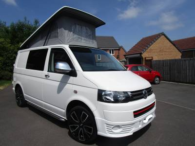 VW Volkswagen T5 T28 SWB 4 Berth Camper Van Pop Top Conversion