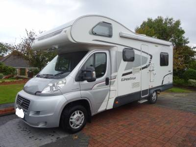 Swift Lifestyle 686, 2013, Coach built 6 berth 6 seat belts end kitchen centre dinette U shaped lounge Motorhome for Sale