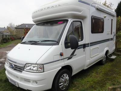 2 berth Autotrail tracker SE 2006 with roomy front lounge