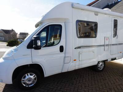 Bessacarr E410, Low-profile, 2-Berth, 2-Seatbelts, End Kitchen, Motorhome for Sale