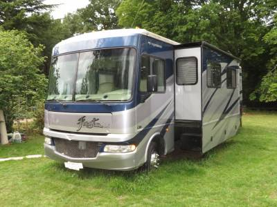 Fleetwood Fiesta LX31M Twin Slide-Out