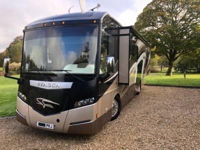 Winnebago Itasca Meridian RV 4 Berth 4 Travelling Seat 3 Slide-Outs