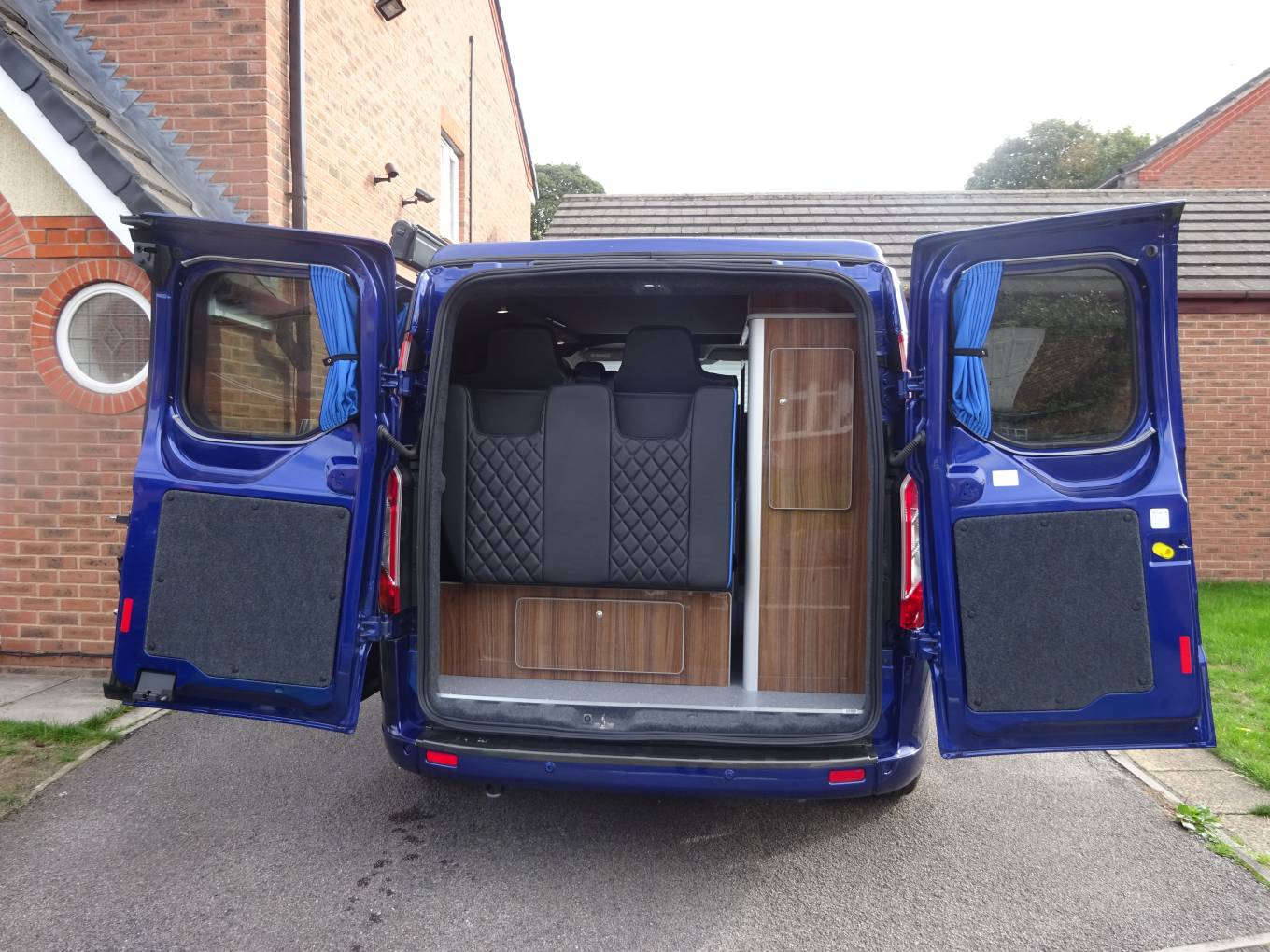 ford transit custom camper van. Black Bedroom Furniture Sets. Home Design Ideas